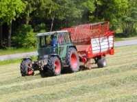 Urlaub auf dem Bauernhof mit Traktor fahren